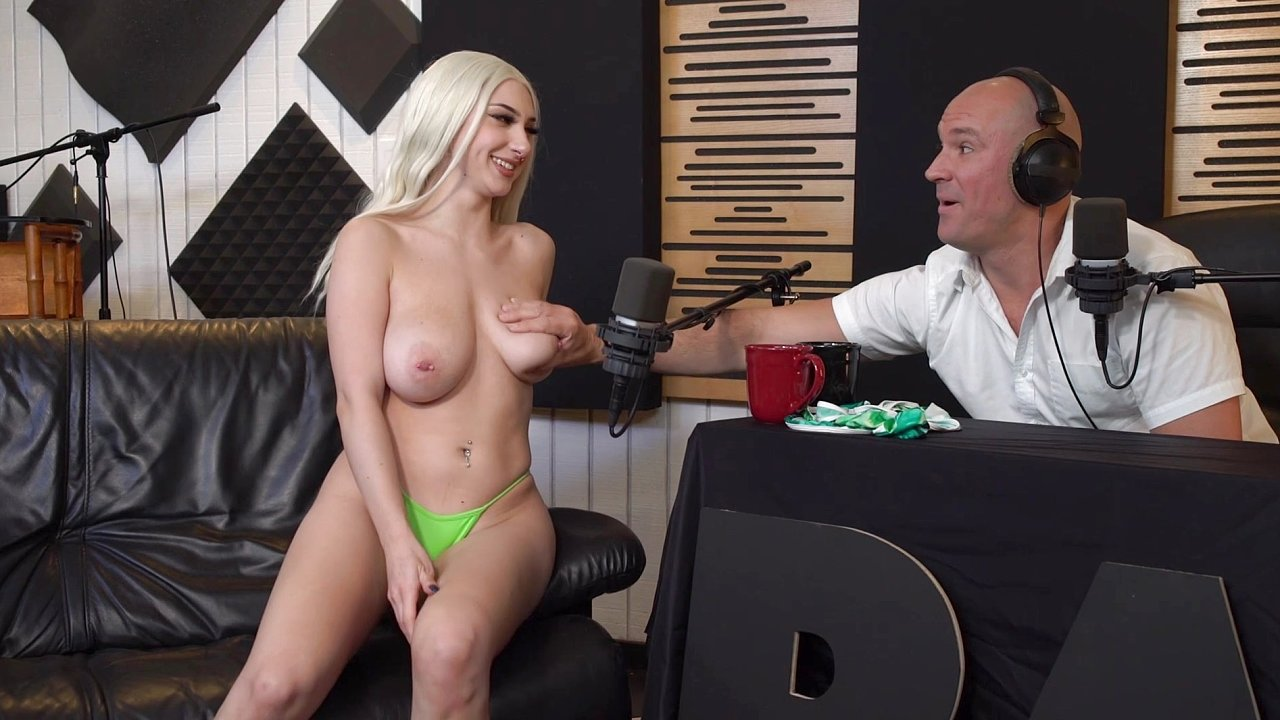 [BangSurprise] Skylar Vox (Is A Florida Girl That Loves To Fuck On Camera / 04.28.2020)