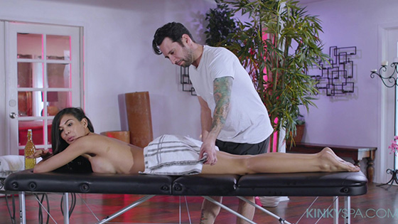[KinkySpa] Heather Vahn (Busty Heather Vahn Gets Fucked During Her Massage By Her Employee At The Kinky Spa / 04.24.2020)
