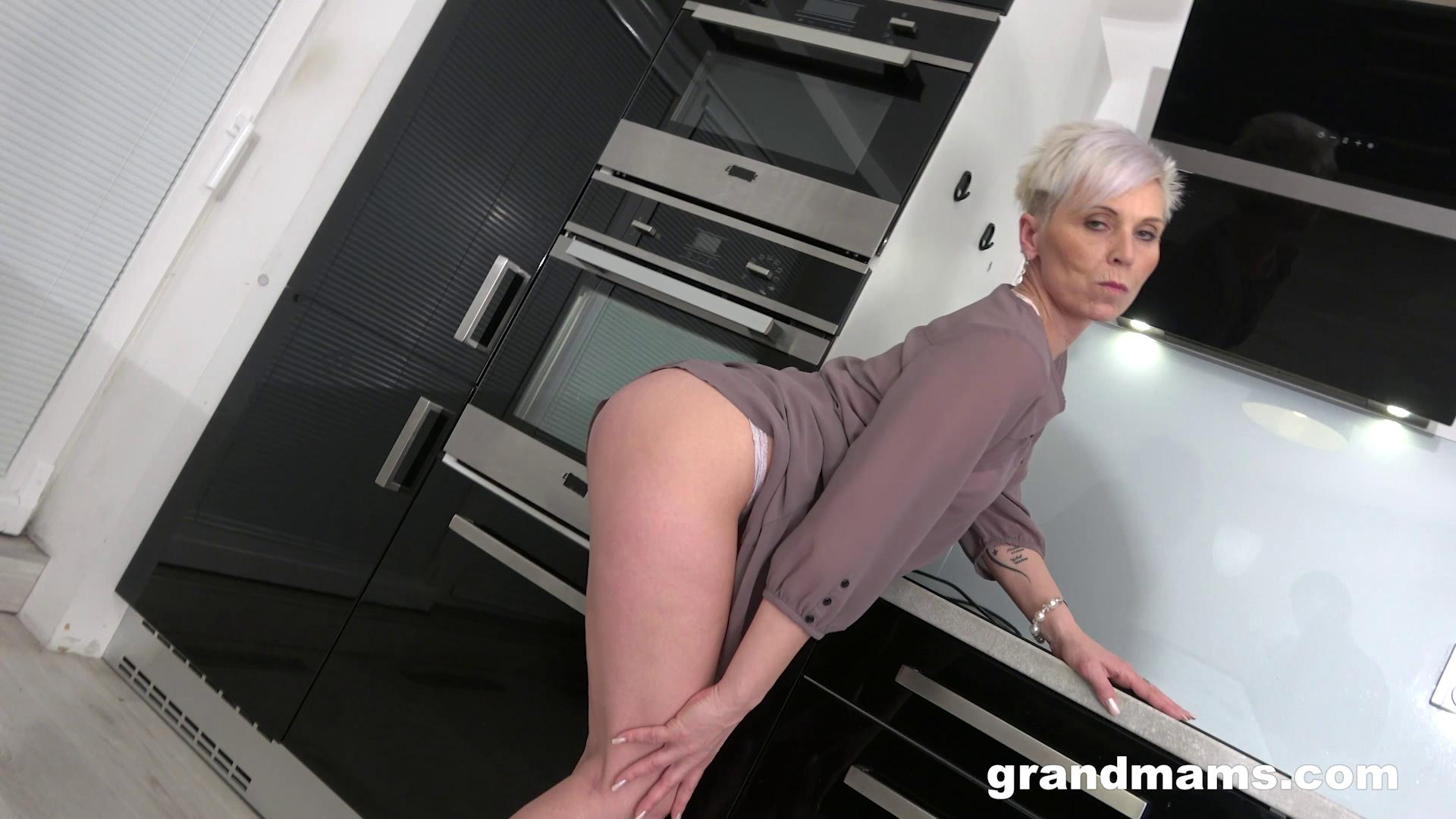 [GrandMams] Horny Mature Housewife In The Kitchen (05.12.2020)