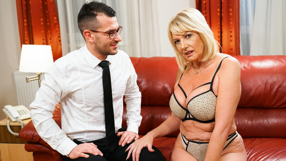 [LustyGrandmas] Milf Amy, John Strong (Room Service With Extras / 07.02.2020)