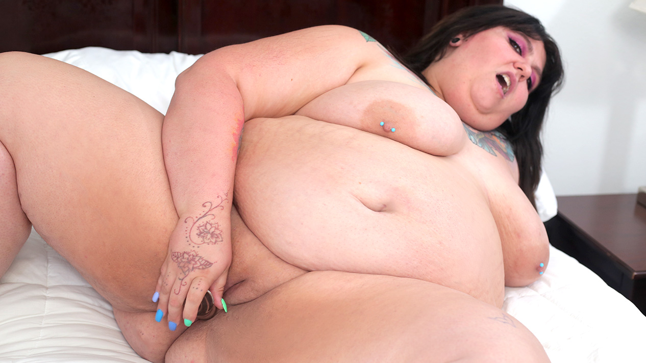 [PlumperPass] Scarlett Sinyister (Bed Play With Scarlett / 08.05.2020)