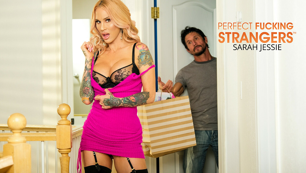 [PerfectFuckingStrangers] Sarah Jessie, Tommy Gunn (Sarah Jessie Is On The Hunt For A Big Cock This Black Friday / 11.27.2020)