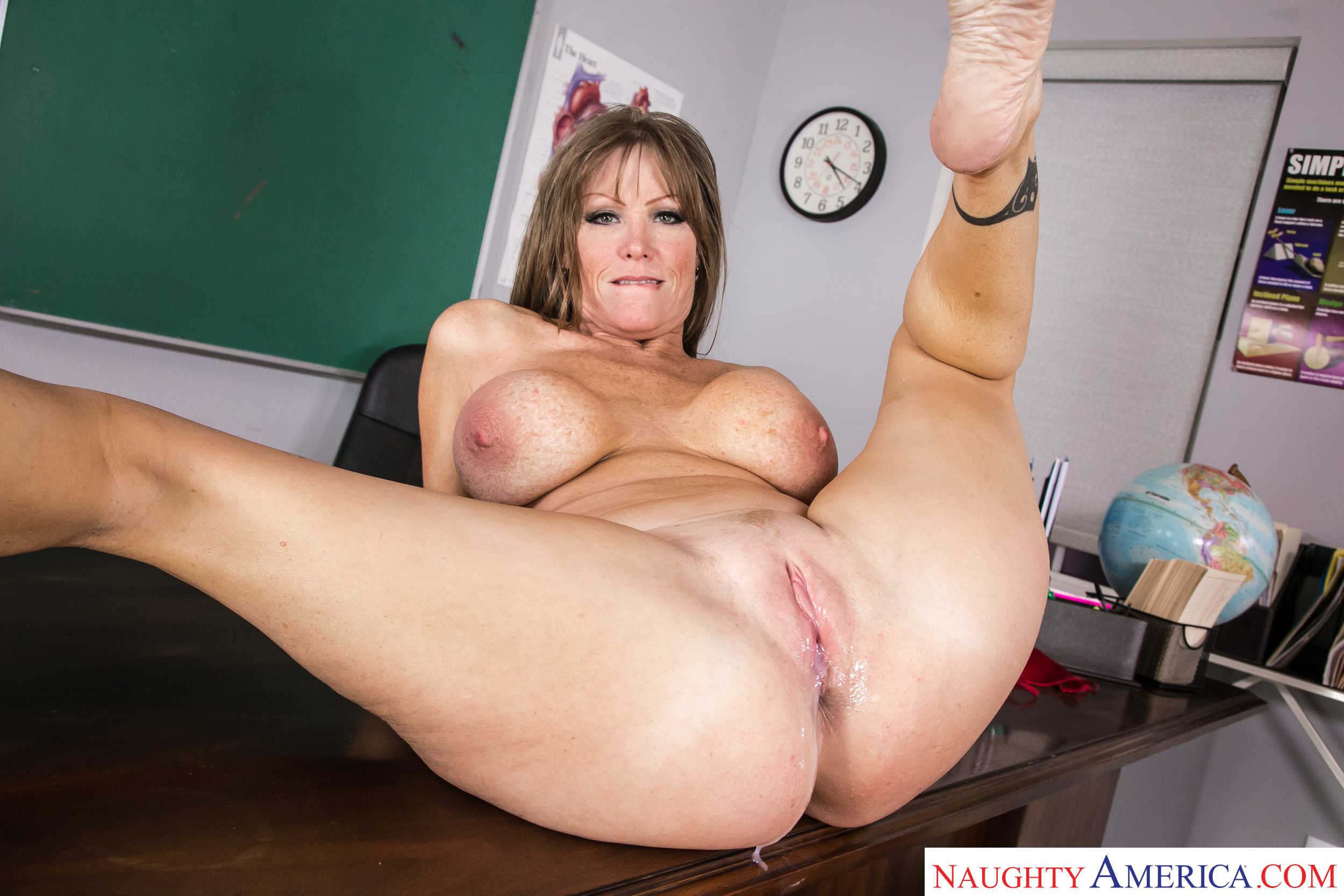 [MrsCreampie] Darla Crane (Hot Milf Darla Crane Gets A Creampie In Class / 12.29.2020)