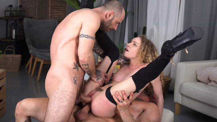 [HandsOnHardcore] Angel Emily (Double Penetration Heaven / 01.19.2021)