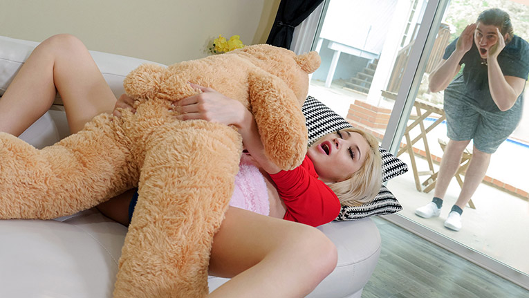[ExxxtraSmall] Sia Lust (Freaky With The Teddy / 02.18.2021)