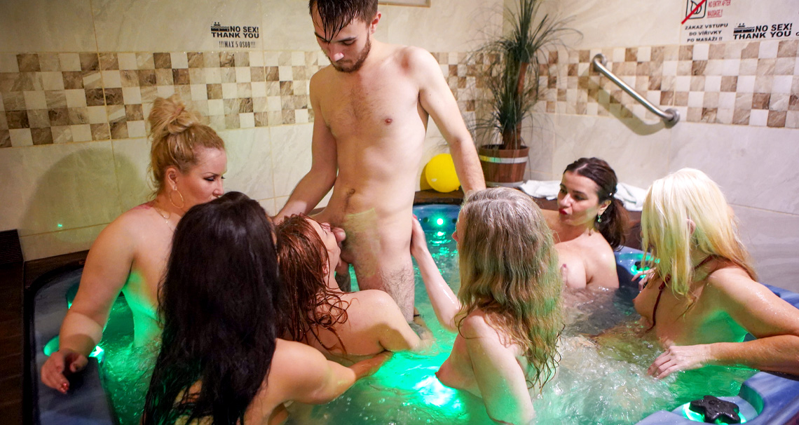 [FamilyScrew] Renate, Yvette, Jarushka Ross, Daphne Klyde, Mia S, Catherine Boss (Family Ladies Are Always Wet And Horny / 04.15.2021)